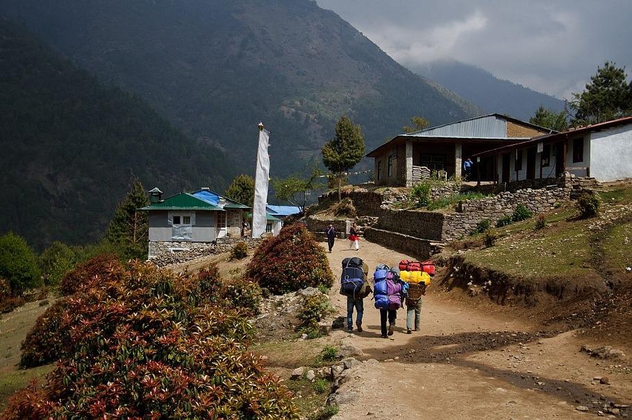 everest base camp trek porter